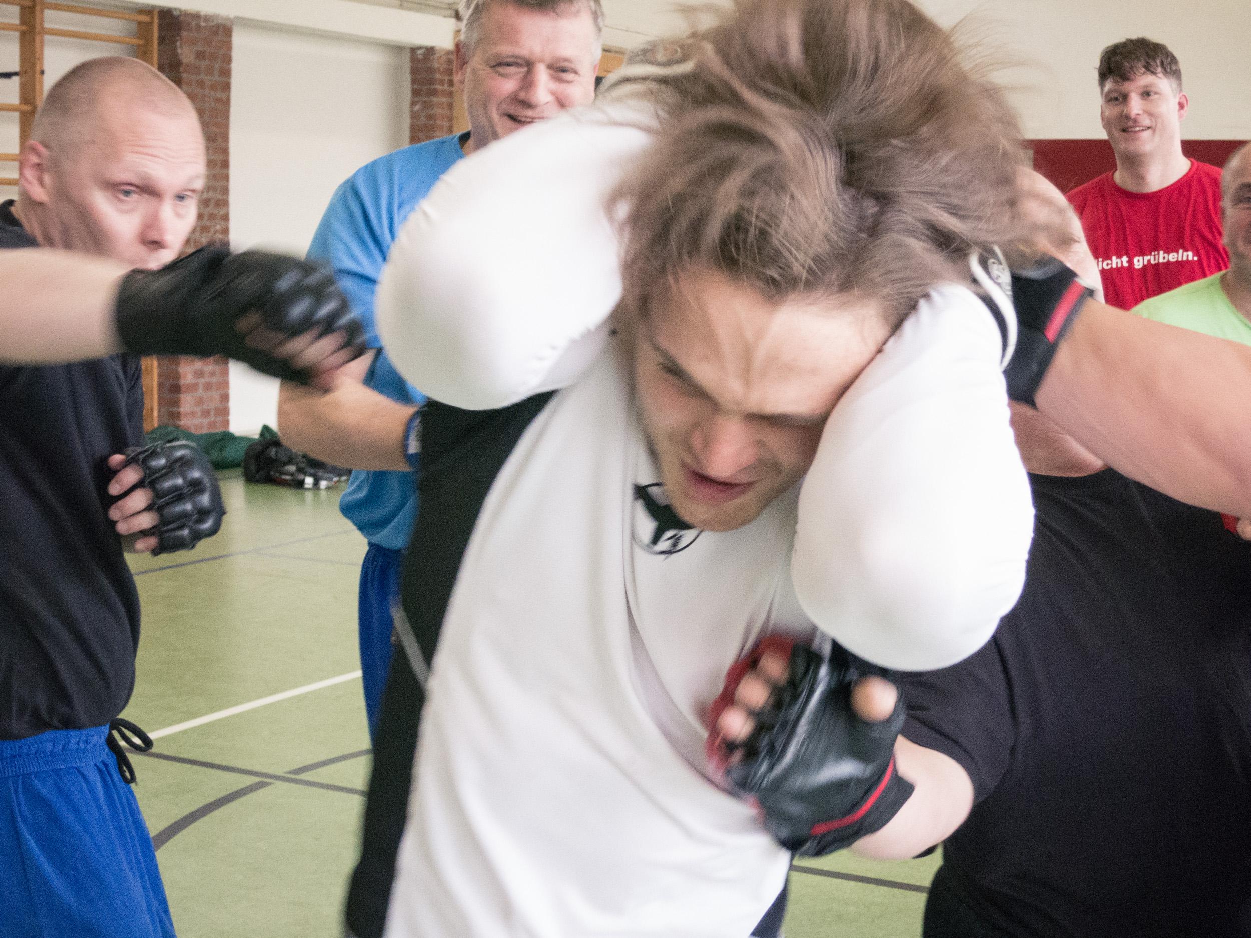 Aua! Ludwig in der Gasse der fliegenden Boxhandschuhe